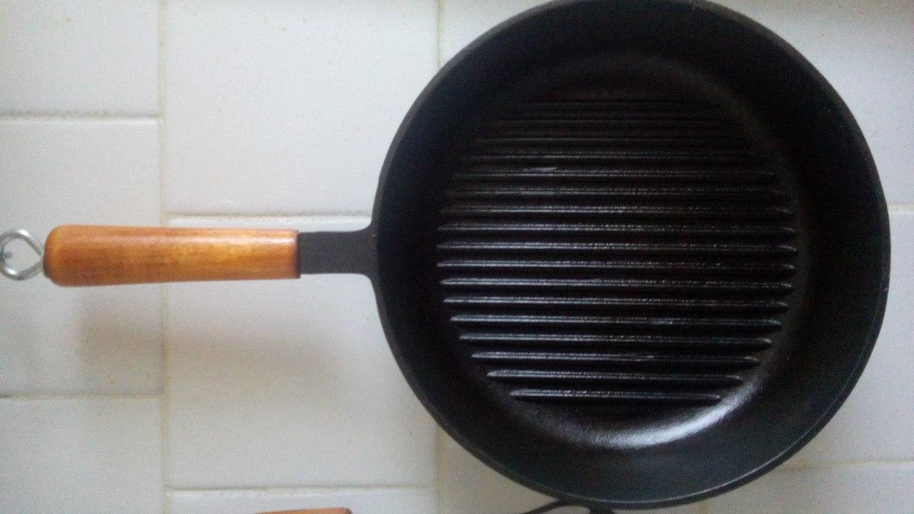 Сковорода чугунная с ручкой 240/50-1-Г с рифленым дном